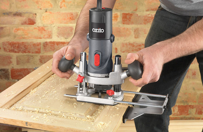 How to Use a Plunge Router?